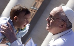pope-crying-child_2513422c